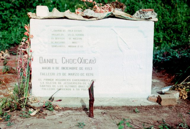 Choc grave 1976 03 headstone