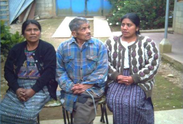 Pablo Choc in 2006 with his daughter and granddaughter