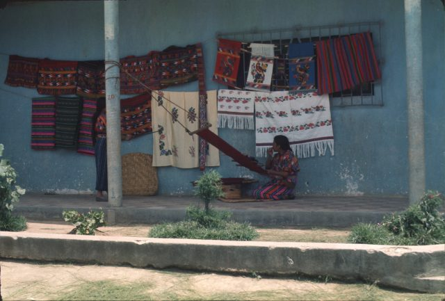Patzicía woman weaving