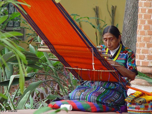 tela-Guatemalan-woman-by-Roberto-Dhavila